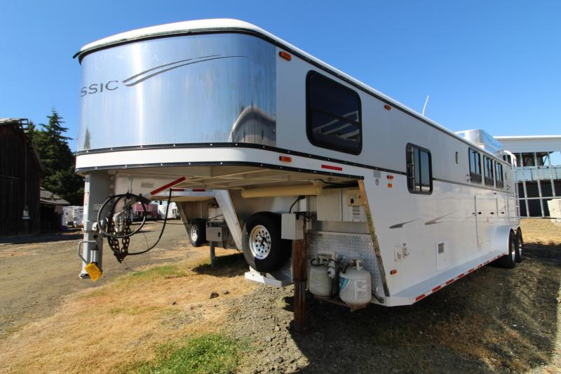 Used 2003 Classic 3 Horse LQ Trailer -Dinette-Sealed Back Tack-Mangers-Rubber Floor