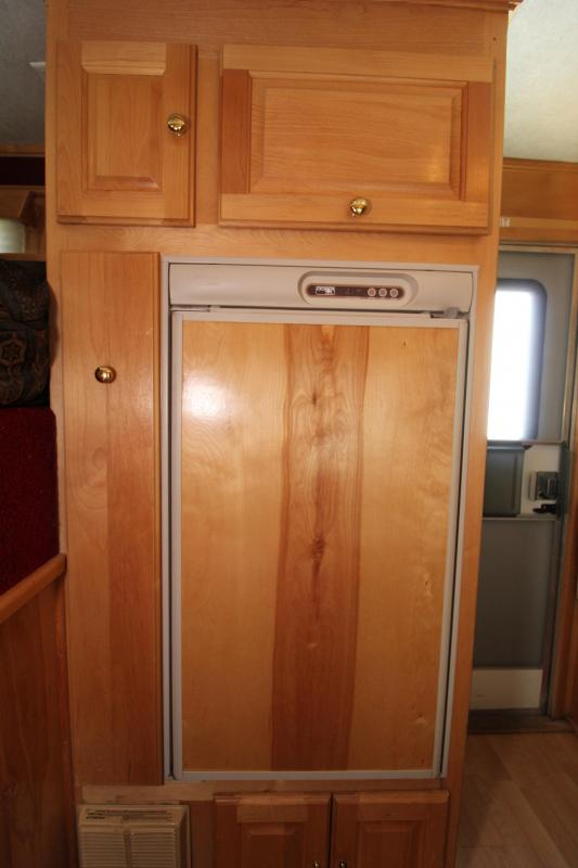 Used 2003 Classic 3 Horse LQ Trailer -Dinette-Sealed Back Tack-Mangers-Rubber Floor PRICE REDUCED $1000