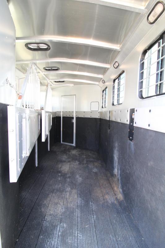 Used 2003 Classic 3 Horse LQ Trailer -Dinette-Sealed Back Tack-Mangers-Rubber Floor