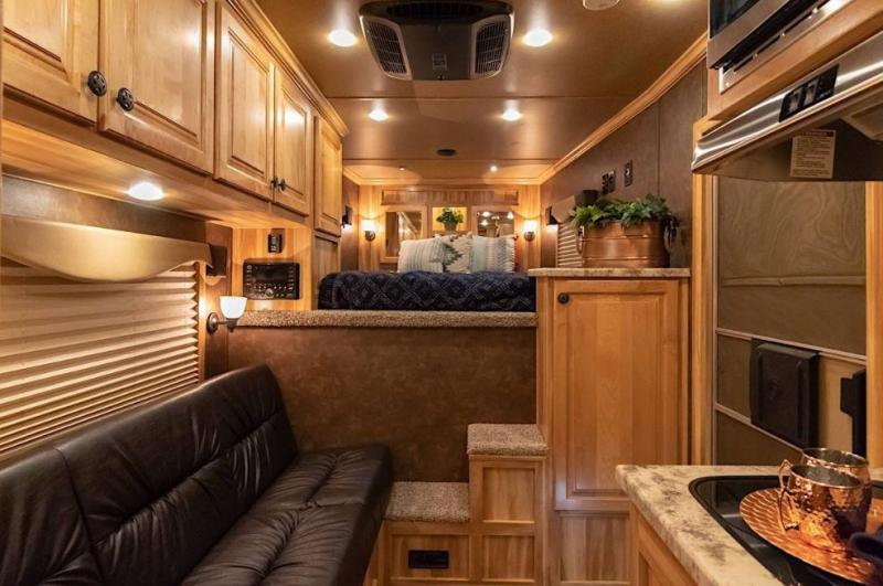 2021 Exiss ESCAPE 7310 3 HORSE TRAILER - EASY CARE FLOORING - LINED AND INSULATED CEILING IN HORSE AREA