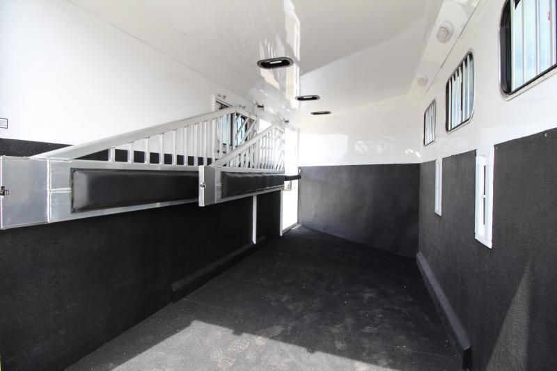 2020 Trails West Sierra II 3 Horse Trailer - Insulated Horse Area - Escape Door - Extruded Aluminum Exterior