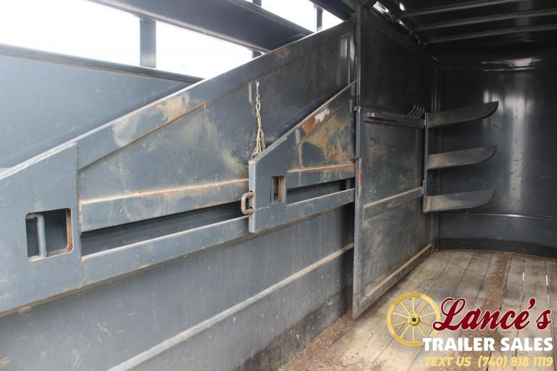 2012 Moritz 3 Horse Slant Load Horse Trailer