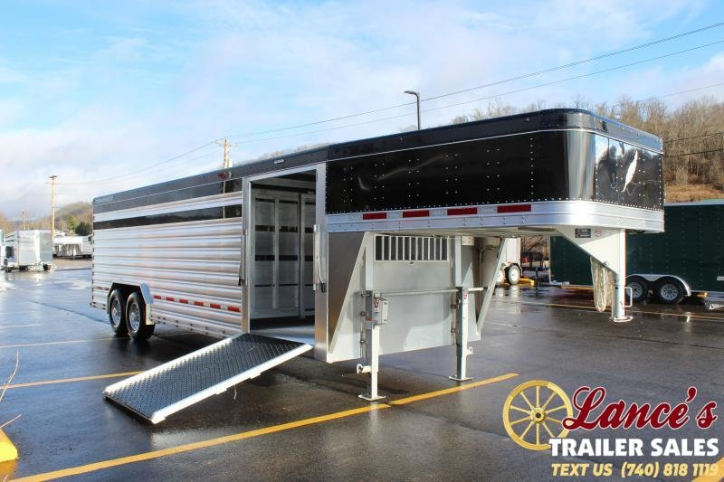 2021 Featherlite 24' Presidential Show Cattle Livestock Trailer