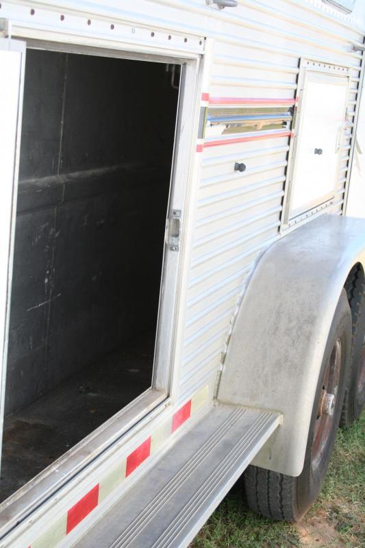 2001 Barrett Trailers 3 horse LQ Horse Trailer