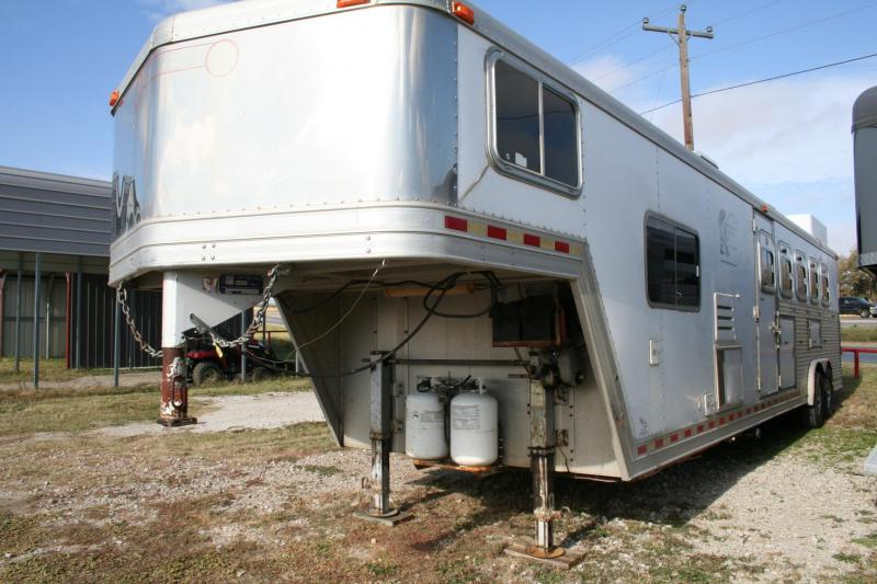2001 Barrett Trailers Living quarters 5 horse Horse Trailer