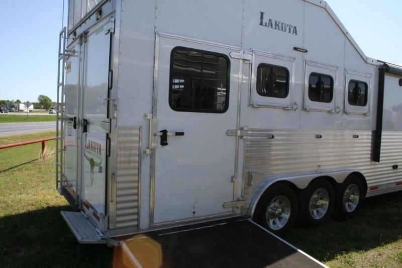 2018 Lakota Bighorn 8417 Horse Trailer