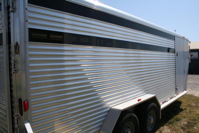 2010 Exiss Trailers STC 20 Livestock Trailer
