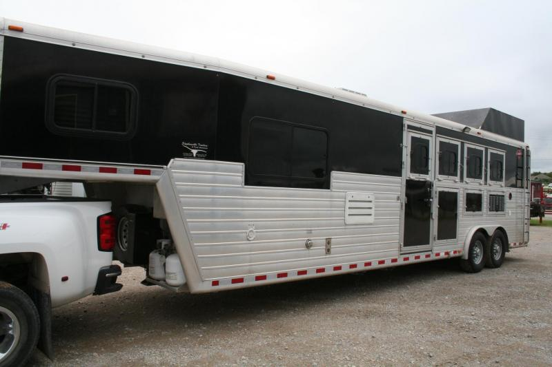 2012 Hart Trailers 4 horse with LQ Horse Trailer