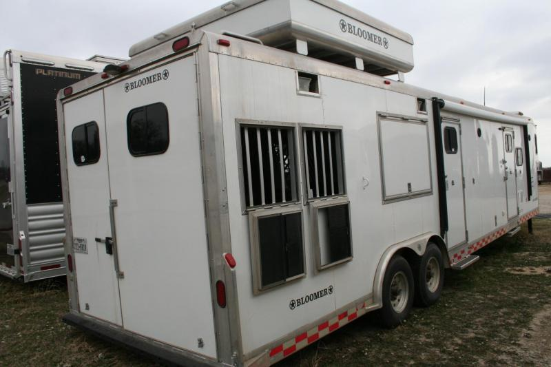 2003 Bloomer 3 horse LQ Horse Trailer
