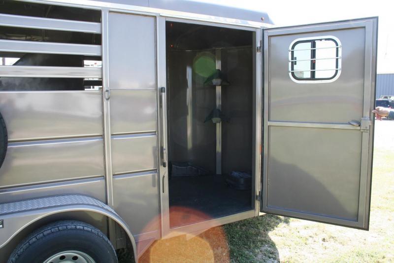 2020 Delta Manufacturing 500 ES bumperpull Horse Trailer