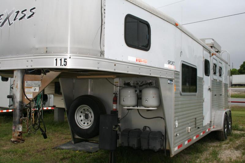 2007 Exiss Trailers 3 horse LQ Horse Trailer