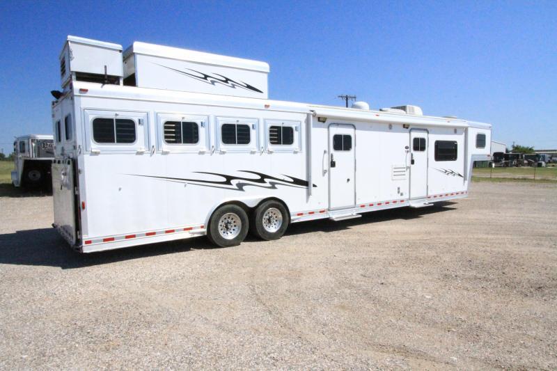 2004 Elite 4H 17'SW Horse Trailer