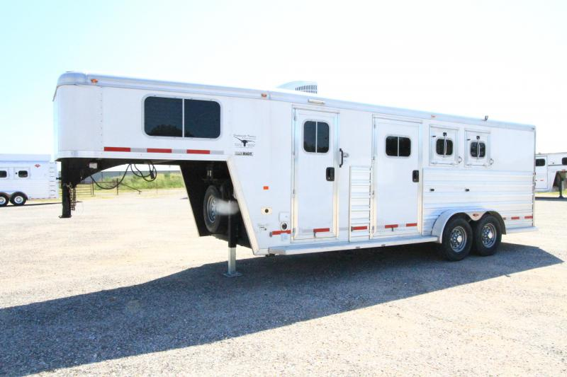 2015 Logan Coach Riot 2H 6'6 Weekend Pkg Midtack Horse Trailer