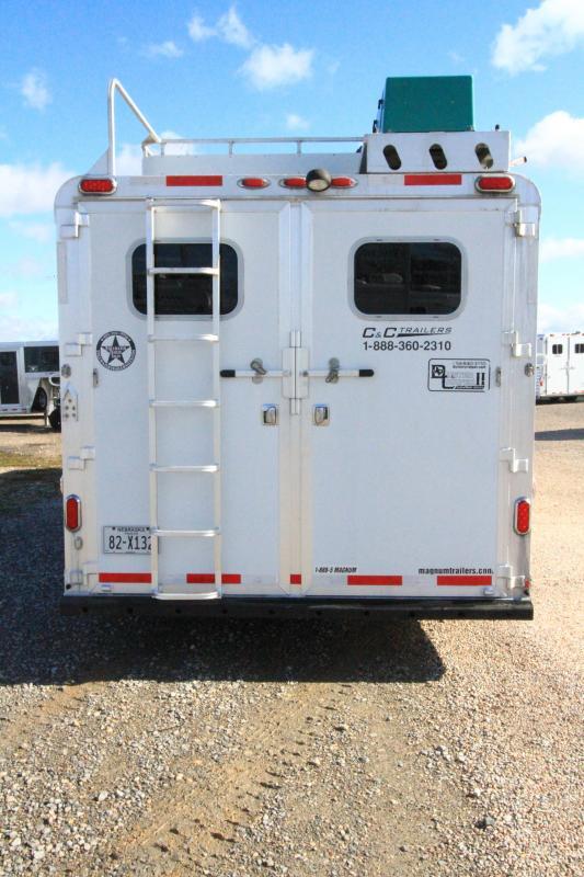 2007 C and C 3H 9' SW LQ Horse Trailer
