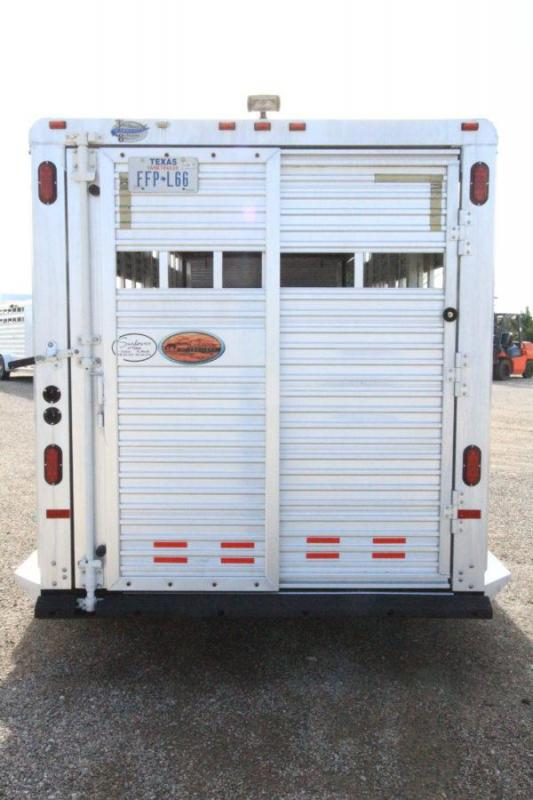 2007 Sundowner 20' GN Stock Trailer