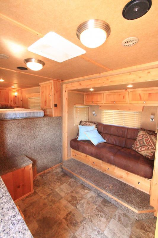 2011 Logan Razor 4H 13'6 SW LQ - Bunk Beds