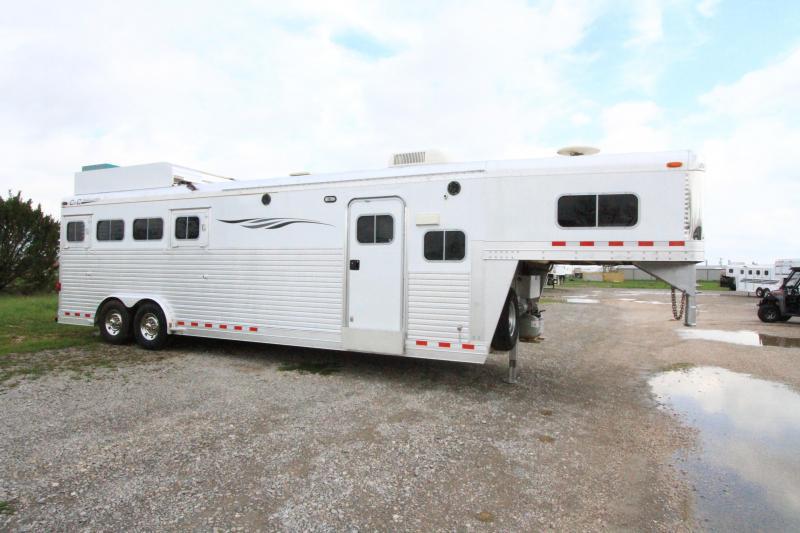 2003 C & C 4 Horse 10' SW LQ Trailer