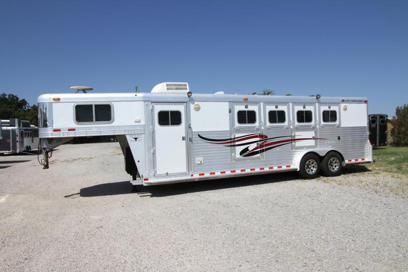 2000 Elite 4H 10' SW LQ Horse Trailer