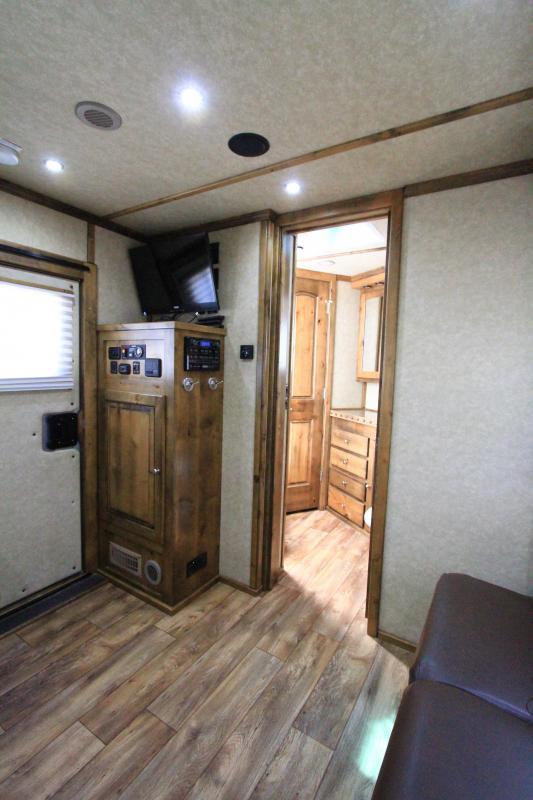 2015 Logan Coach 4H 12'SW Slide Out Horse Trailer