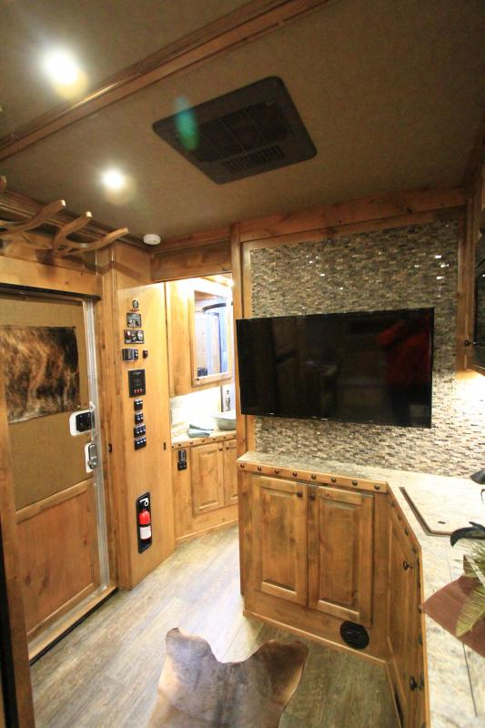 2021 Hart Tradition 4H 17'6 SW Outlaw LQ Slide Out Side Load Horse Trailer