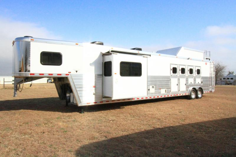 2021 Hart Tradition 4H 17'6 SW Outlaw LQ Slide Out Side Load Horse Trailer