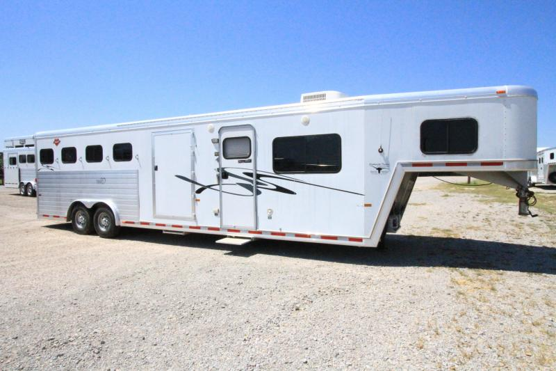 2003 Hart Ultimate 4H 13' SW w/ Midtack Horse Trailer