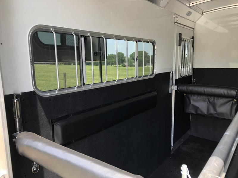 2022 4-Star Trailers 2 Horse Straightload GN Runabout Horse Trailer