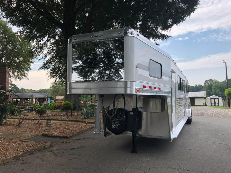 2022 4 Star Deluxe 4 Horse HtoH with Side Ramp