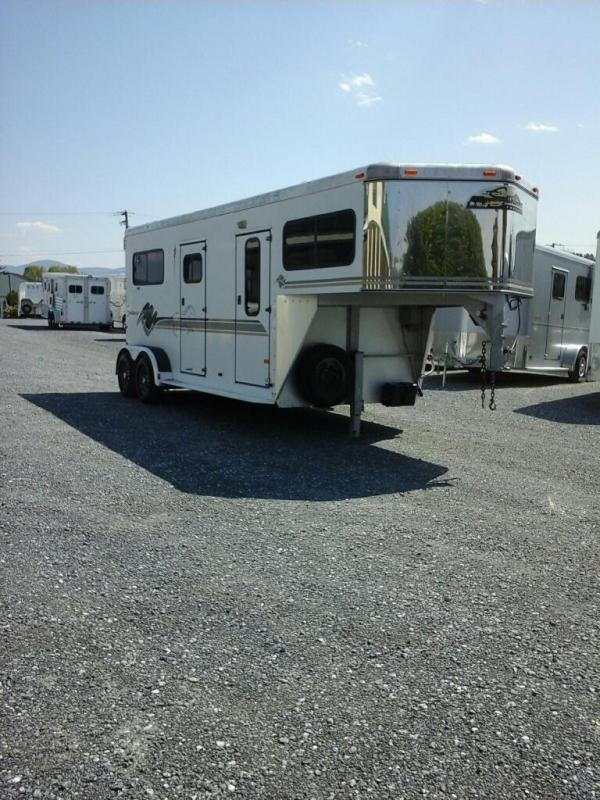 1999 Sundowner Trailers Valuelite 2H STL GN Horse Trailer