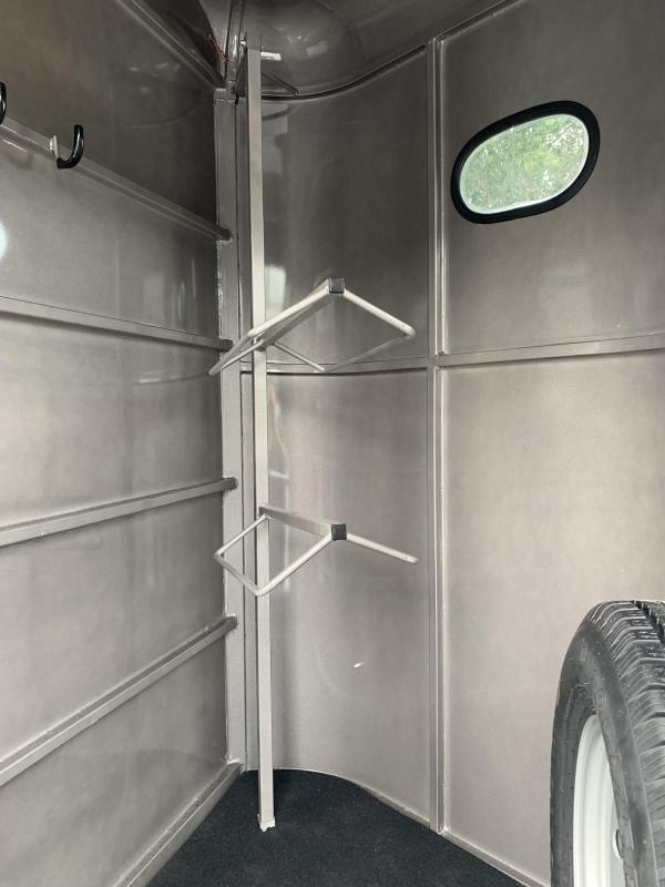 2021 Bee Trailers Durango 2H SL BP Horse Trailer