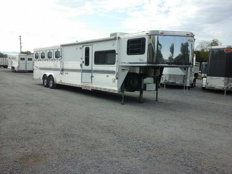 2000 Sundowner Trailers 4H Sierra 8012 LQ Horse Trailer