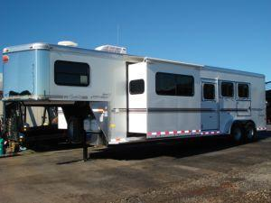 2007 Sundowner Trailers 3H 727 SL 6911 LQ w/Slide Horse Trailer