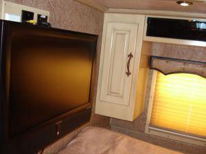 2010 Sundowner Trailers GN 4H 725 SL 8020 LQ w/2 Slides Horse Trailer