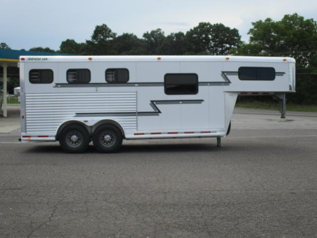 2004 Adam 3H SL w/Dress Horse Trailer