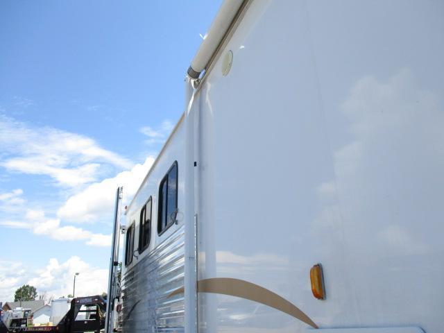 2011 Bison 3H Stratus Express Horse Trailer