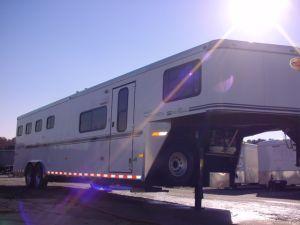 Clearance 2006 Sundowner Trailers 4H 727 LQ Horse Trailer