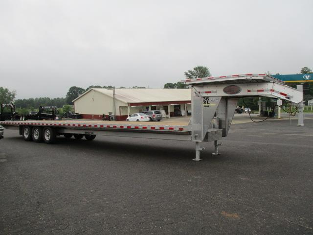 2019 Sundowner 36' Equipment Trailer