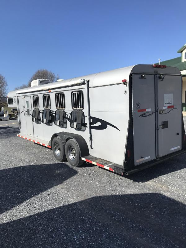 2003 Double D 4H GN LQ Horse Trailer