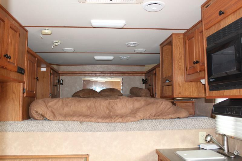 2007 Featherlite 8581-8024 Horse Trailer