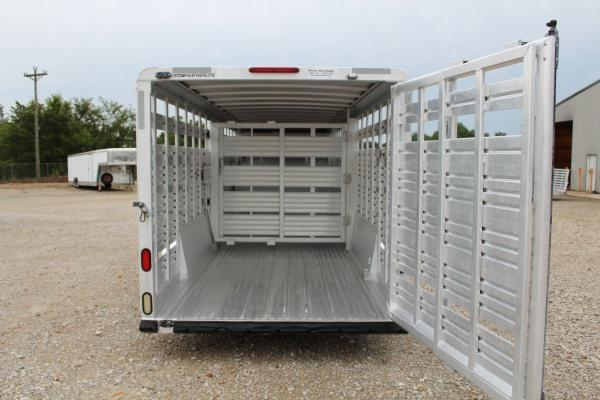 2006 Featherlite 8120-7030 Livestock Trailer