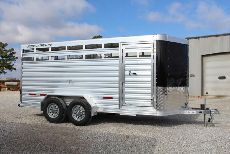 2022 Featherlite 8107-6716 Livestock Trailer