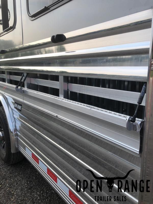 2022 Cimarron Trailers Showstar LX Livestock Trailer