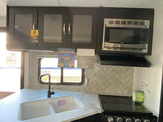 2022 Coachmen Freedom Express Ultra Lite 231RBDS Travel Trailer RV