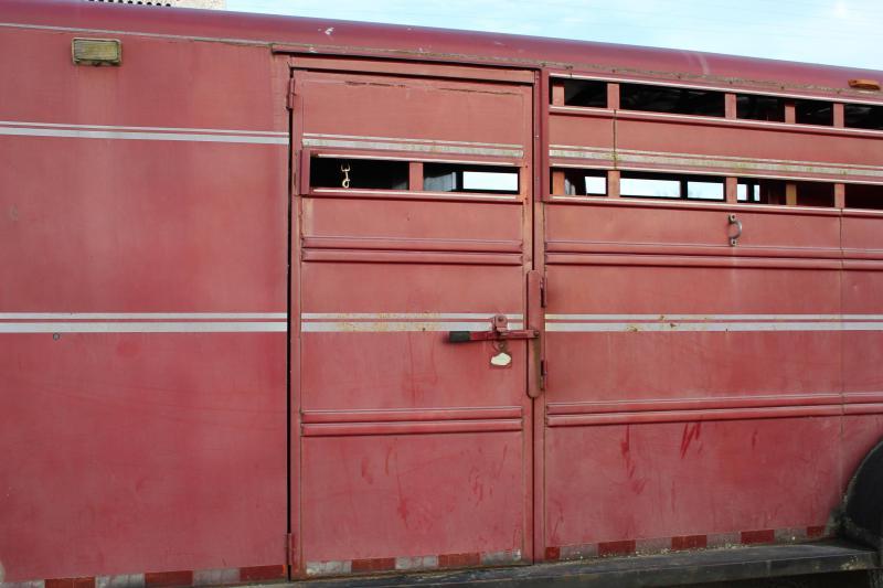 1994 Diamond Trailers gooseneck 4-horse slant w/tack room Horse Trailer