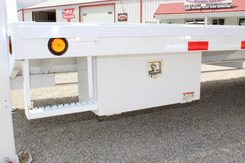 2020 PJ Trailers LY 32 Hydraulic dovetail Equipment Trailer