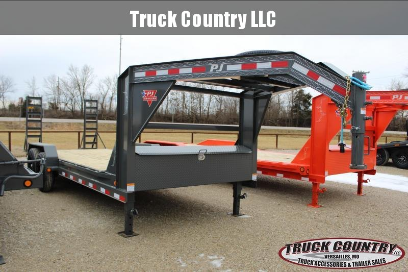 2021 PJ Trailers CC 20' gooseneck Equipment Trailer