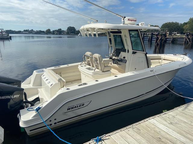 2019 Boston Whaler 250 OUTRAGE Center Console
