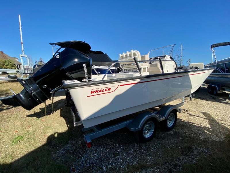 2021 Boston Whaler 210 Montauk