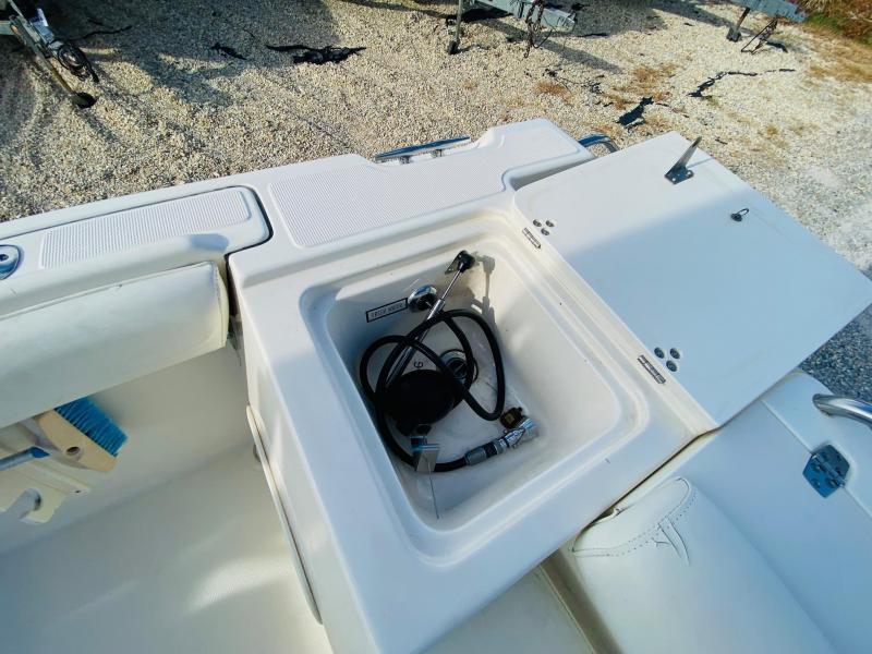 2001 Pursuit Boats 2460 Denali Cuddy Cabin