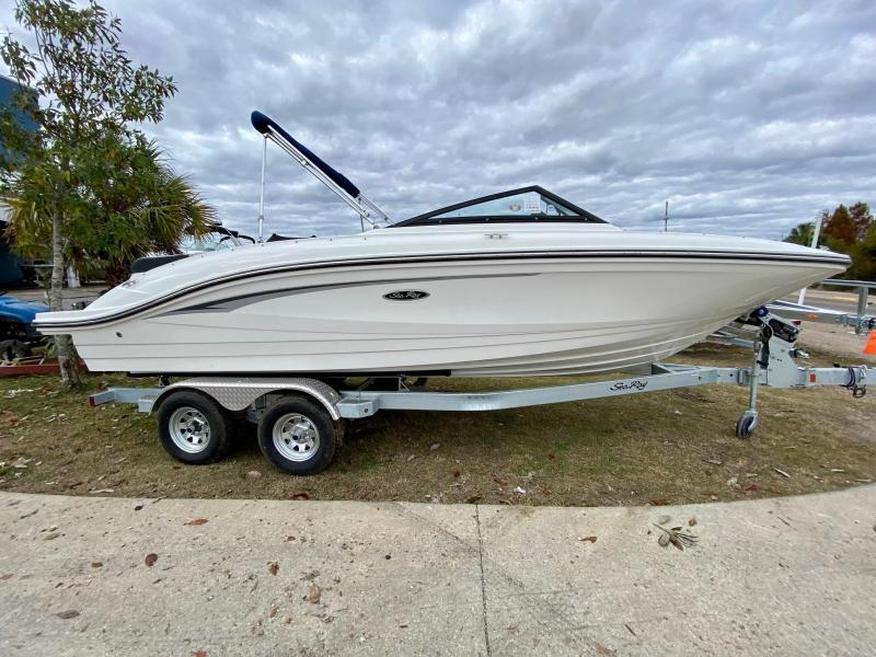2021 Sea Ray 210 SPX Bowrider